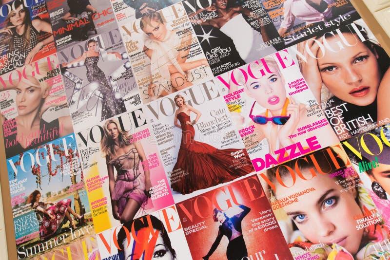 London - AUGUSTI 8, 2014: Vogue tidskrift på Augusti 8 i London, U royaltyfria bilder