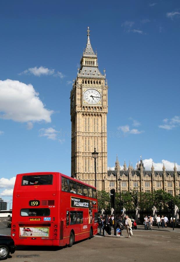 London, Big Ben und doppelter Decker-Bus stockfoto