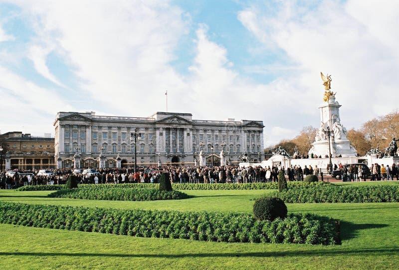 Download London, Buckingham Palace editorial stock image. Image of blue - 12807619