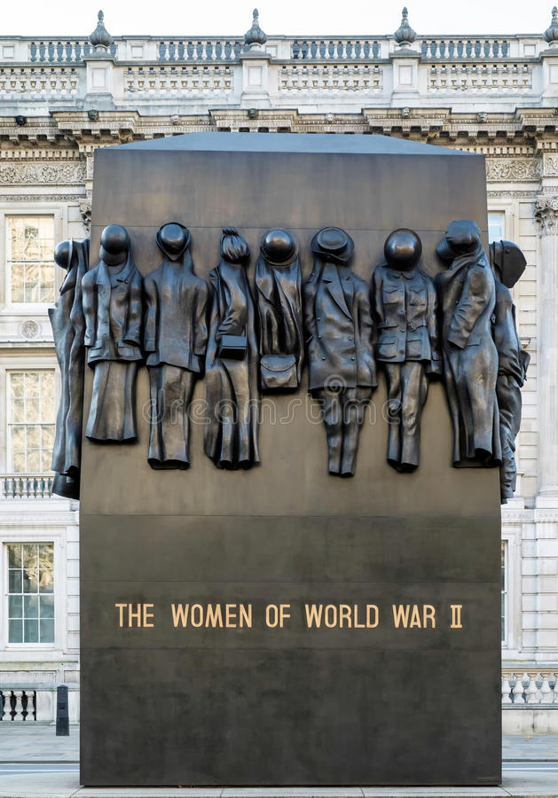 LONDON - DEC 9 : The Women of World war II Statue in Whitehall i royalty free stock photo