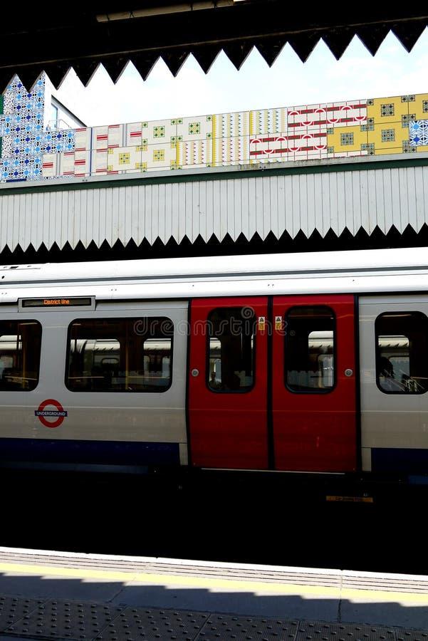 London: Edgware-Straßenu-bahnstation V lizenzfreies stockfoto