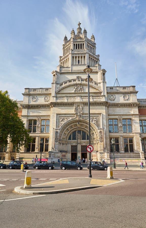 LONDON Engeland - 08/20/2019: facade van het Victoria- en Albert-museum in Londen stock foto's
