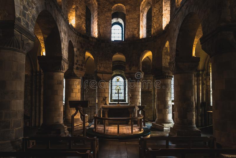 LONDON ENGLAND, DECEMBER 10th, 2018: Kapell av St John evangelisten inom den vita tornbyggnaden på tornet av London, arkivbilder