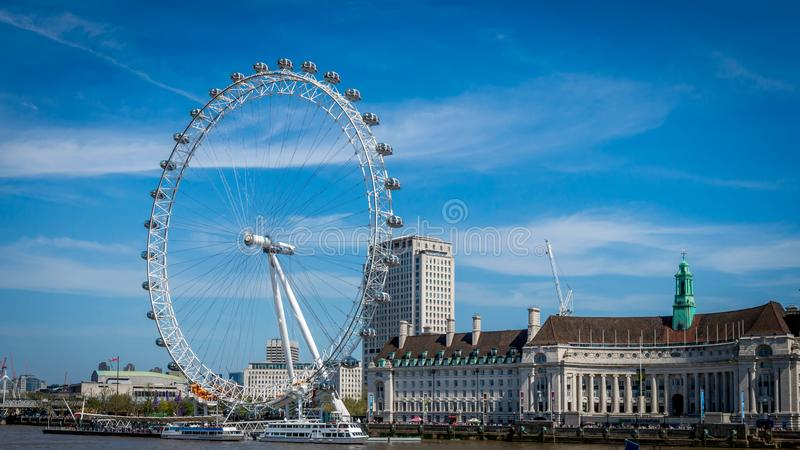London England, Förenade kungariket - Maj 8, 2016: En älskvärd sikt av det London ögat arkivfoto