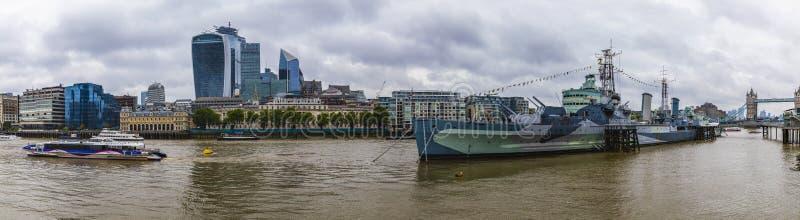 London, England - 8. Juni 2019: HMS Belfast an ihrem London-Liegeplatz lizenzfreies stockfoto