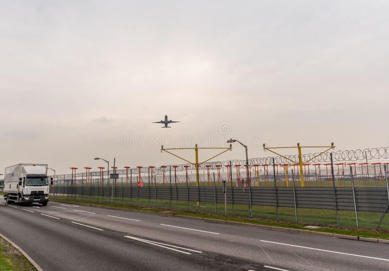 LONDON, ENGLAND - 25. SEPTEMBER 2017: Air New Zealand-Fluglinien Boeing 777 ZK-OKM, die in International Airpor Londons Heathrow  stockbilder