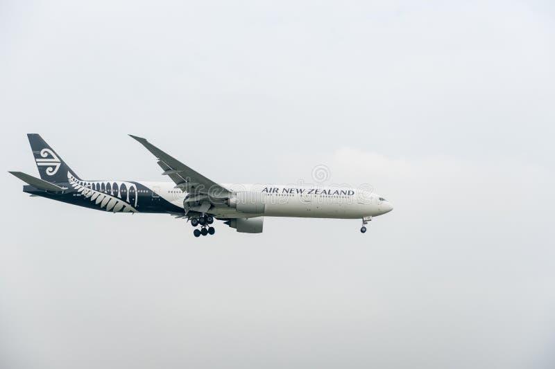 LONDON, ENGLAND - 27. SEPTEMBER 2017: Landung Neuseeland-Fluglinien-Fluglinien-Boeings 777 ZK-OKR in International Airp Londons H stockbilder