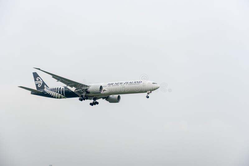 LONDON, ENGLAND - 27. SEPTEMBER 2017: Landung Neuseeland-Fluglinien-Fluglinien-Boeings 777 ZK-OKR in International Airp Londons H lizenzfreie stockfotografie