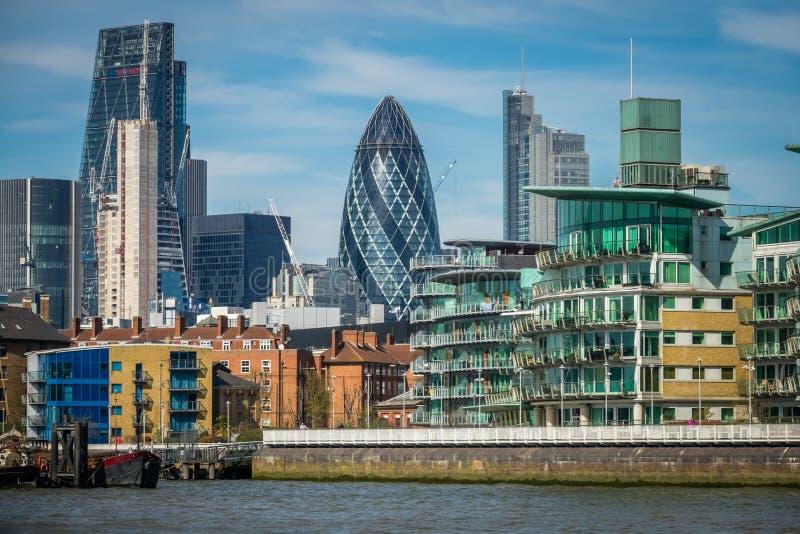 London-Essiggurkengebäude lizenzfreie stockbilder