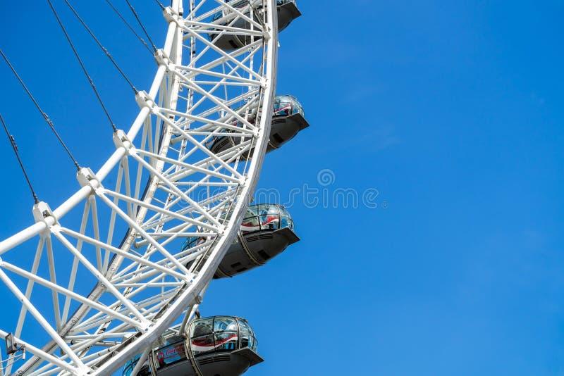 London Eye e c?u azul, Reino Unido, o 21 de maio de 2018 imagem de stock
