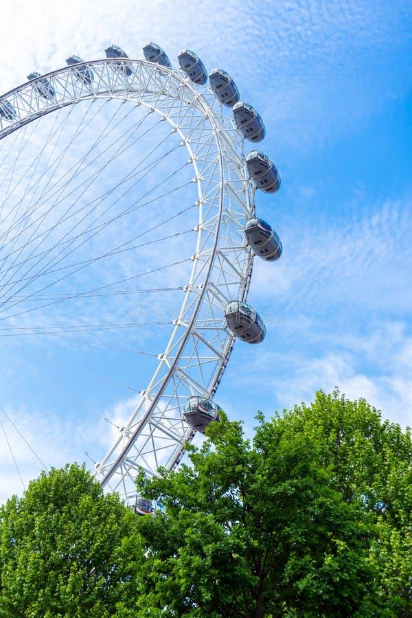 London Eye e c?u azul, Reino Unido, o 21 de maio de 2018 imagem de stock royalty free