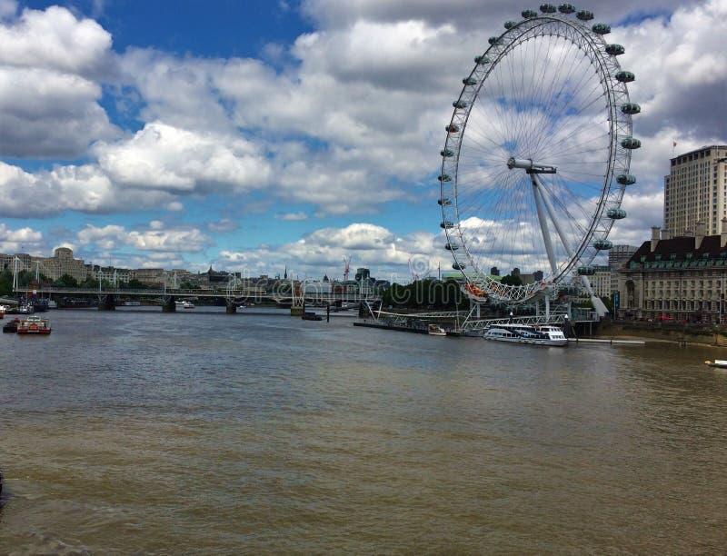 London Eye - el Londres, Inglaterra imagenes de archivo