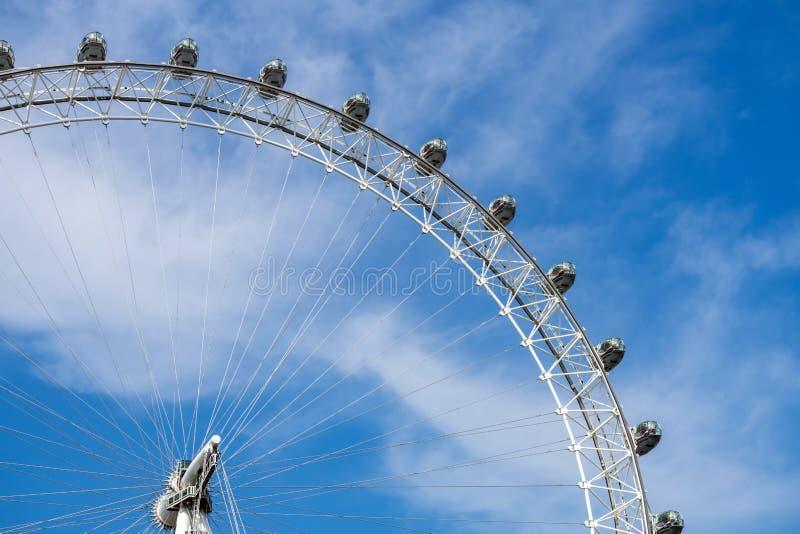 London Eye en blauwe hemel, het Verenigd Koninkrijk, 21 Mei, 2018 stock afbeeldingen