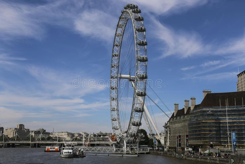 London Eye Ferris koło na Południowym banku Rzeczny Thames w Londyn, Anglia fotografia stock