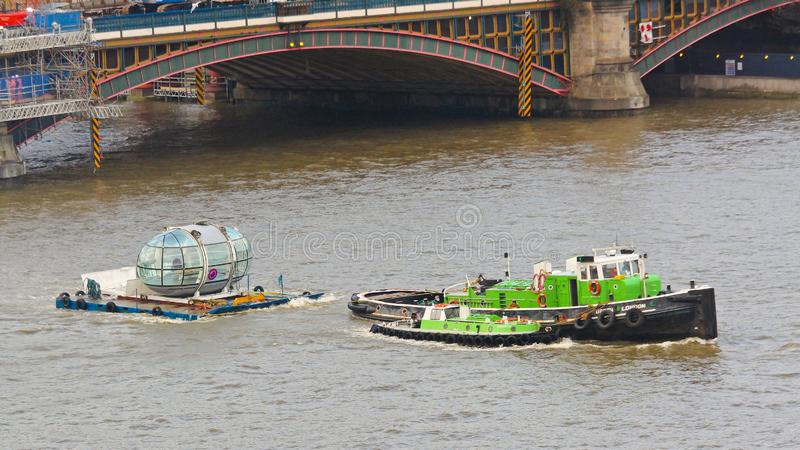 London Eye-Hülsen-Schlepper stockfotos
