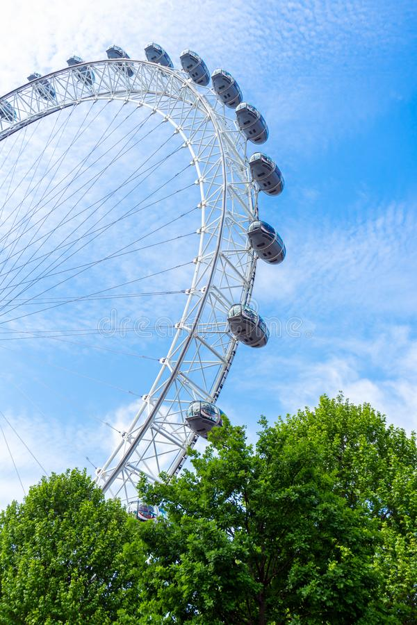 London Eye i niebieskie niebo, Zjednoczone Kr?lestwo, 21 Maj, 2018 obraz royalty free