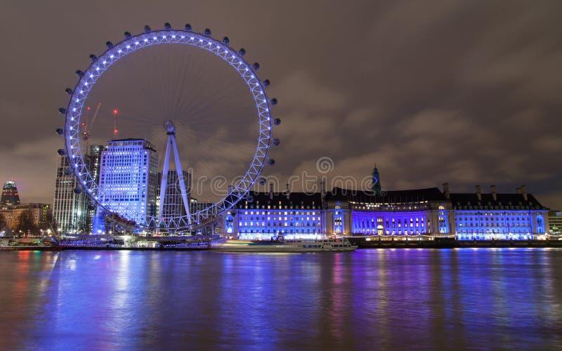 London Eye och akvarium på natten arkivbilder