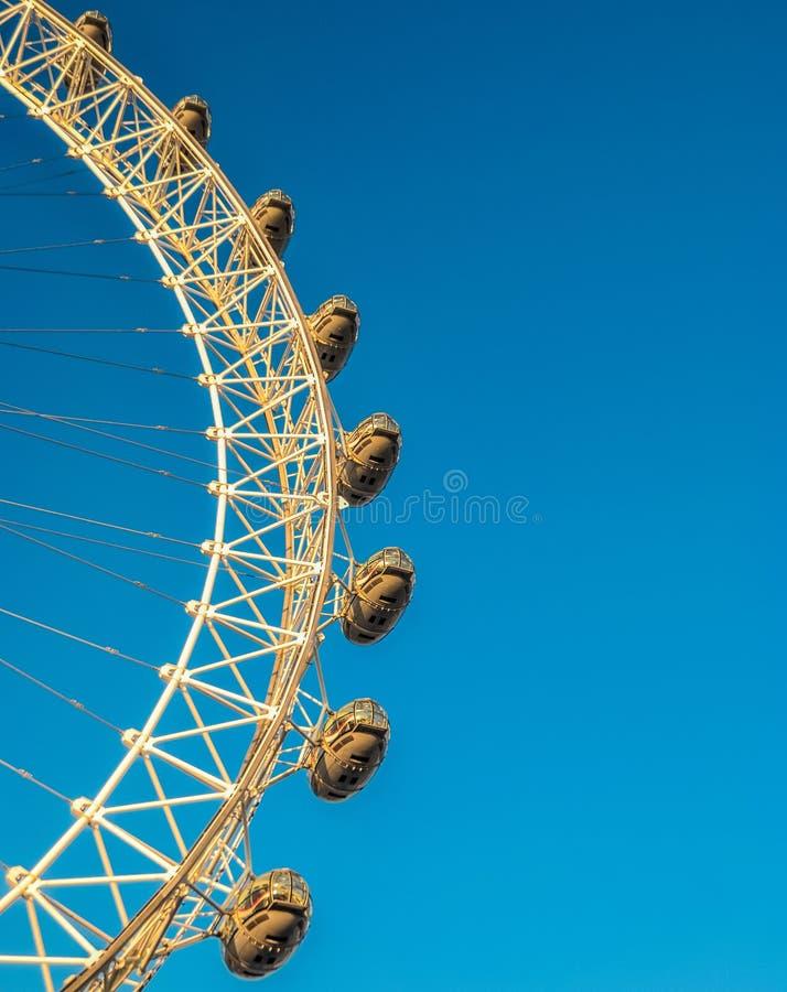 London Eye, parte dele, pelo rio Tamisa imagem de stock royalty free
