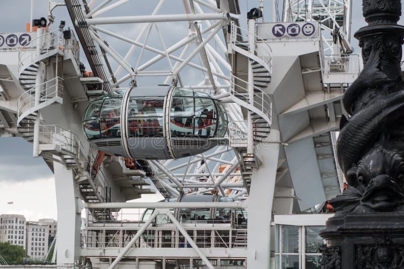 London Eye, roue située sur le Southbank de la Tamise à Londres, en juin 2015 L'Angleterre/Royaume-Uni photo stock