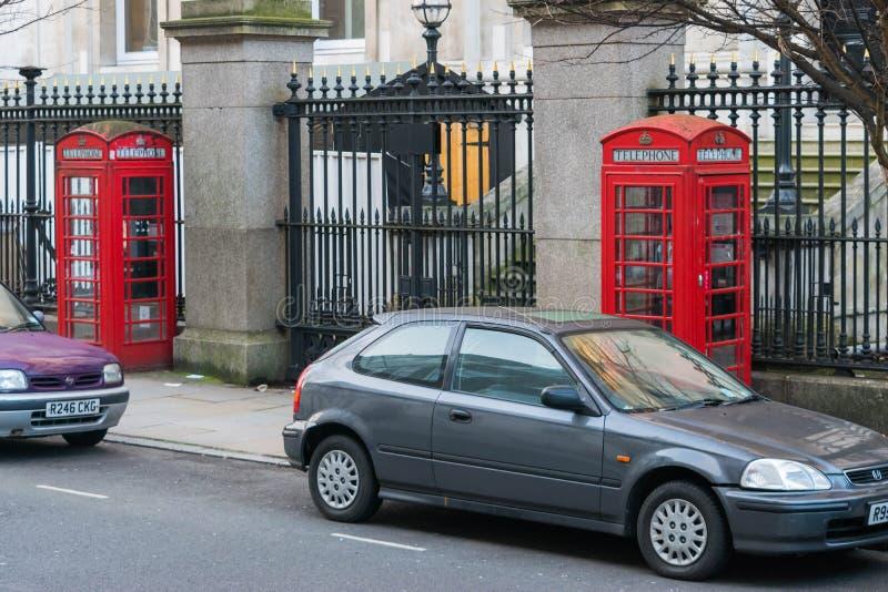 London Förenade kungariket, Februari 17, 2018: Traditionell London röd telefonask arkivbild