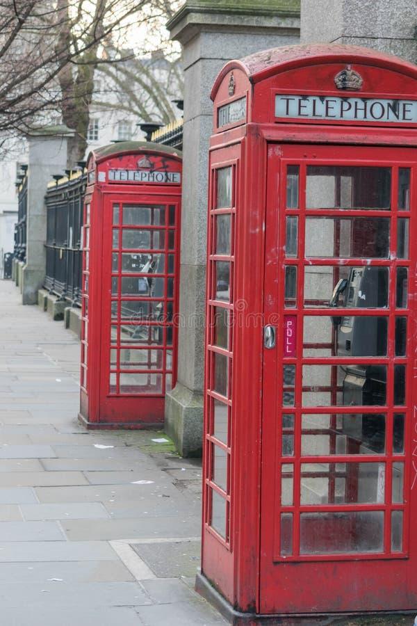 London Förenade kungariket, Februari 17, 2018: Traditionell London röd telefonask fotografering för bildbyråer