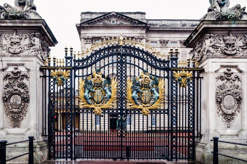 London Förenade kungariket: Maingate av Buckingham Palace fotografering för bildbyråer