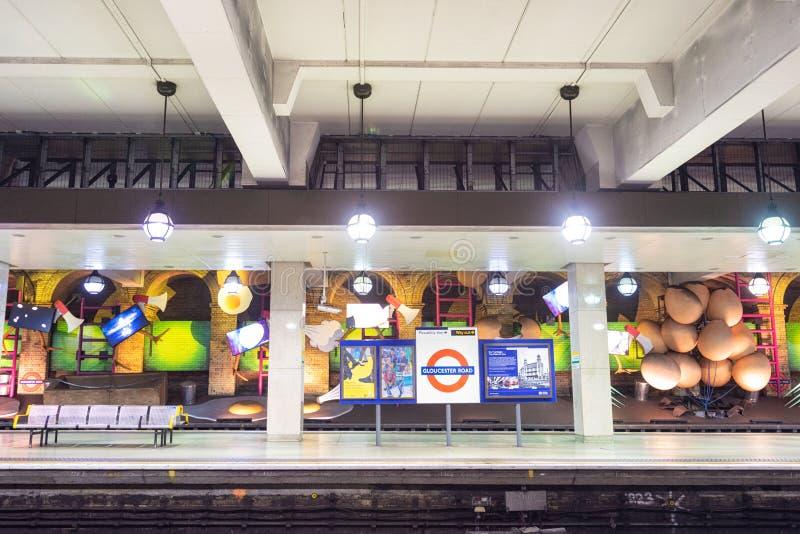 London Förenade kungariket - Maj 13, 2019: berömd London underjordisk station av den Gloucester vägen royaltyfri foto