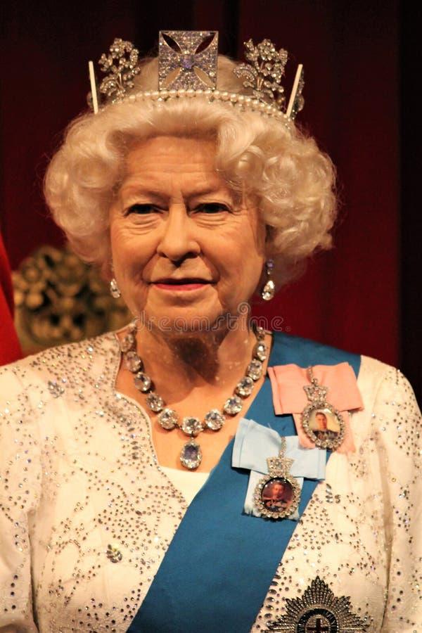 London Förenade kungariket - mars 20, 2017: Göra till drottning Elizabeth ii 2 & för ståendewaxworken för prins Philip diagramet  fotografering för bildbyråer