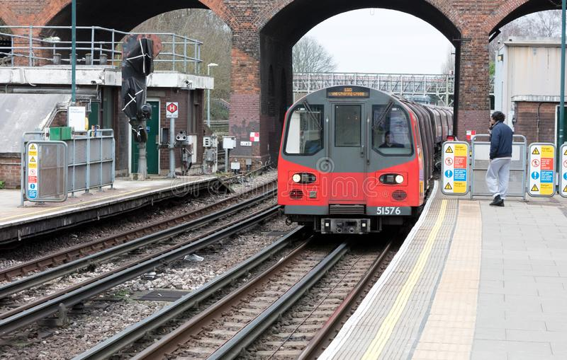 London, Februari 21: London railcar at a station on Februari 21, 2019 in London. London Underground is the 11th busiest metro. System worldwide with 1.1 billion royalty free stock photo