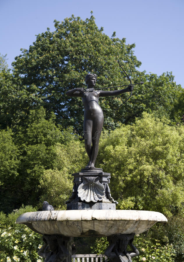 Download London - Fountain In The Hyde Park Stock Photo - Image: 10960550