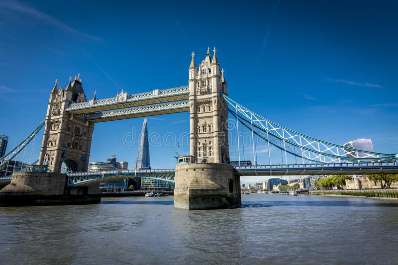 London från Themsen royaltyfri bild