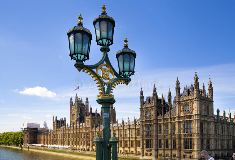 LONDON, Großbritannien - 24. Juni 2014 - Big Ben und Parlamentsgebäude lizenzfreies stockfoto