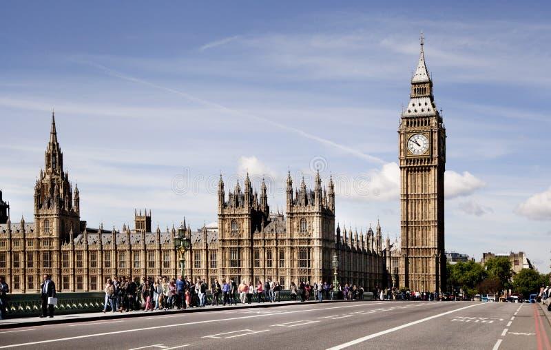 LONDON, Großbritannien - 24. Juni 2014 - Big Ben und Parlamentsgebäude auf der Themse lizenzfreie stockbilder