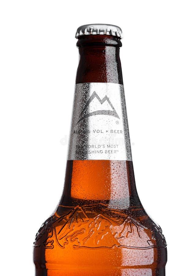LONDON, GROSSBRITANNIEN - 30. MÄRZ 2017: Flasche Coors- Lightbier auf Weiß Coors lässt eine Brauerei in Goldenem, Colorado laufen lizenzfreie stockfotos