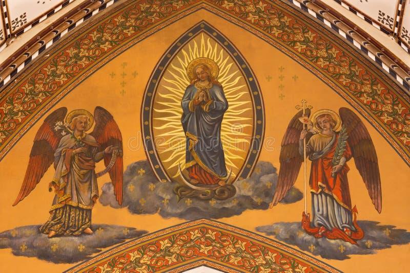 LONDON, GROSSBRITANNIEN - 18. SEPTEMBER 2017: Das monzaic von tadellosem in der Wölbung des Kirchenschiffs in Kirche Unbefleckter stockfotografie