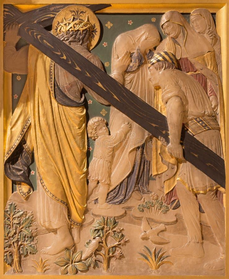 LONDON, GROSSBRITANNIEN - 17. SEPTEMBER 2017: Der Jesus trifft die Frauen von Jerusalem als die Station des Kreuzes lizenzfreie stockfotos