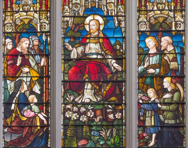 LONDON, GROSSBRITANNIEN - 14. SEPTEMBER 2017: Der Unterricht von Jesus auf dem Buntglas im Kirche St. Catharine Cree lizenzfreie stockfotografie