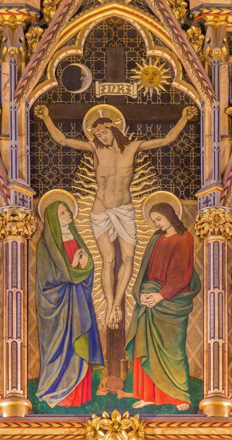 LONDON, GROSSBRITANNIEN - 15. SEPTEMBER 2017: Die gotische Kreuzigungsneomalerei auf dem Holz in der Kirche alle Heiligen stockfotos