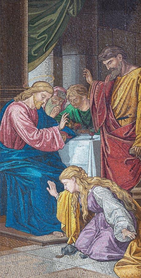 LONDON, GROSSBRITANNIEN - 13. SEPTEMBER 2017: Mary Magdalen wäscht Füße von Jesus mit Rissen in Kirche Brompton-Rhetorik lizenzfreie stockfotografie