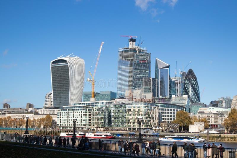 London horisont över den finansiella mitten arkivfoton