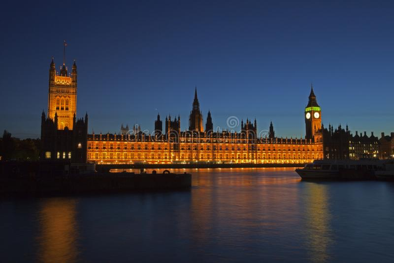 London horisont och Big Ben på natten fotografering för bildbyråer