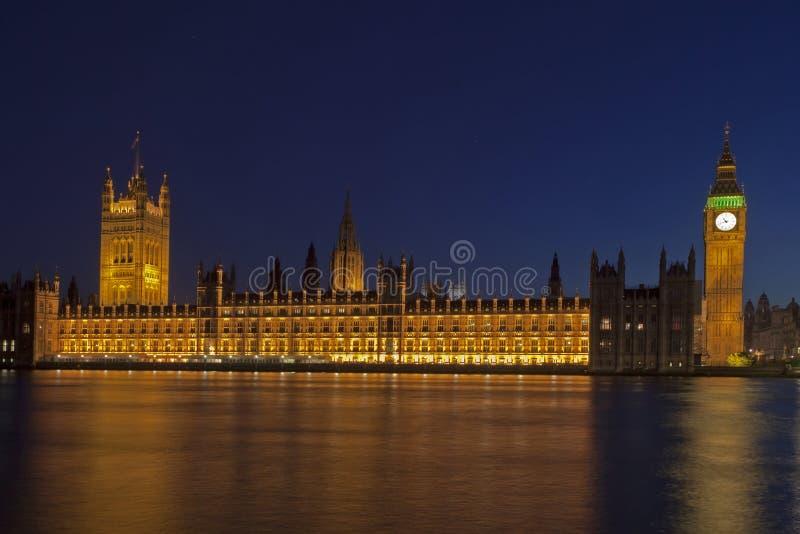 London horisont och Big Ben på natten royaltyfria bilder
