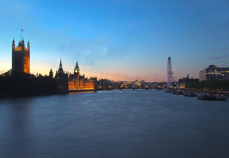 London horisont och Big Ben på solnedgången royaltyfri fotografi