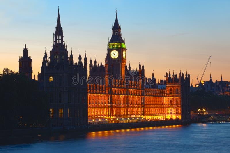 London horisont och Big Ben på solnedgången royaltyfri foto