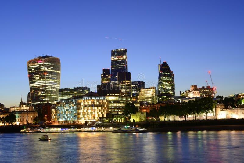 London horisont på solnedgången arkivfoto