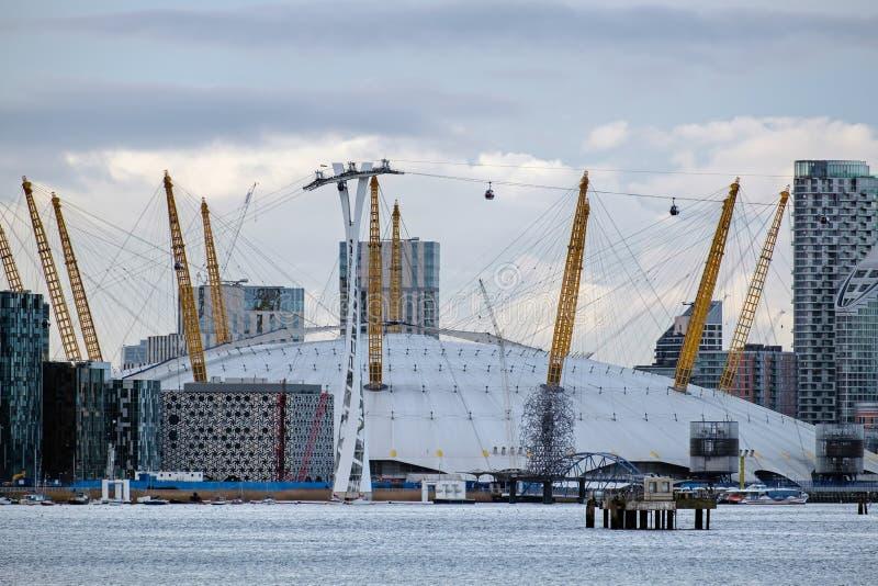 LONDON - 10. JANUAR: Ansicht des Gebäudes O2 in den Docklands London an lizenzfreie stockbilder