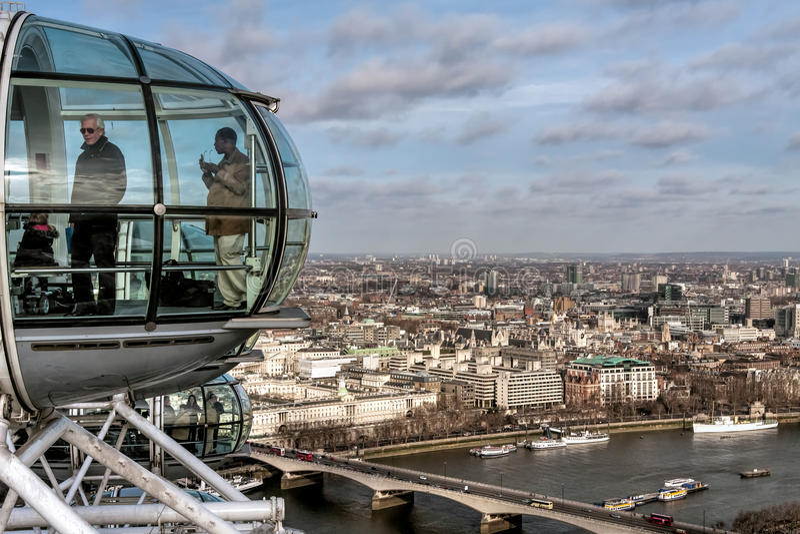 LONDON - 27. JANUAR: Ansicht vom London-Auge in London auf Janu stockfotografie
