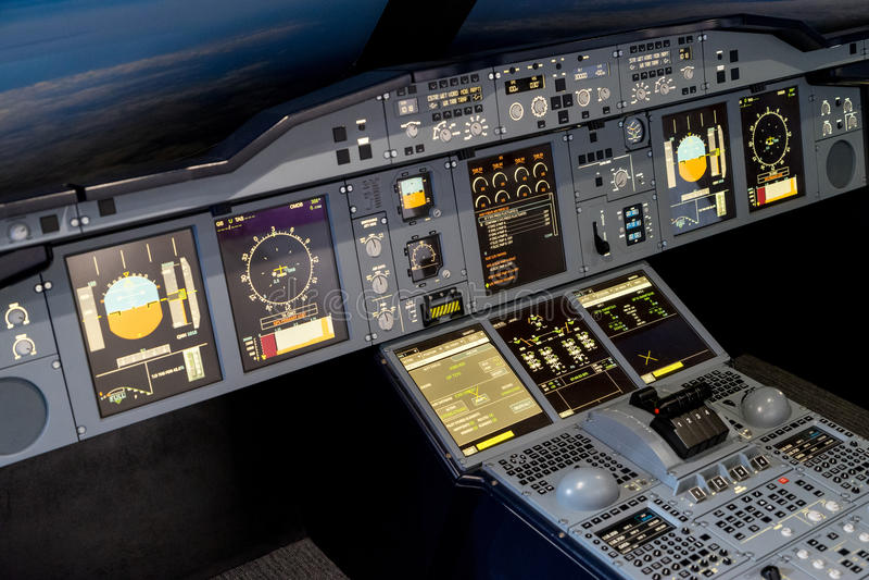 LONDON - JUNE 25 : Airbus A-380-800 flight simulator in London o royalty free stock photo