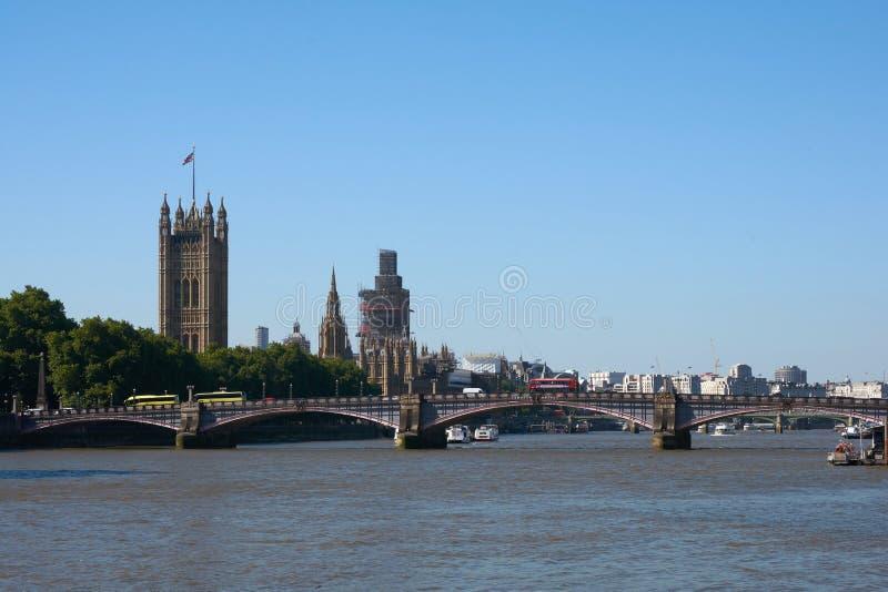 LONDON - Juni 26, 2018: Sikt av London Parliamen royaltyfri foto