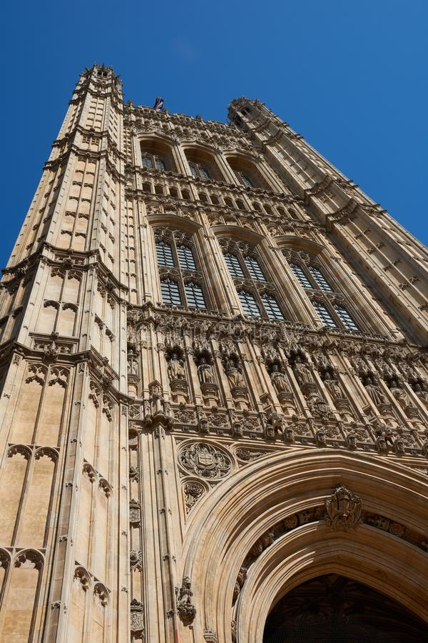 LONDON - Juni 27, 2018: Torn av London Parliame royaltyfri foto